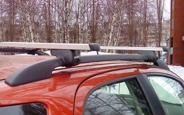 Поперечные рейлинги на крышу автомобиля